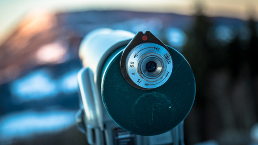 A foto of a telescope with a blurry background. : An expedition to the future of work and society
