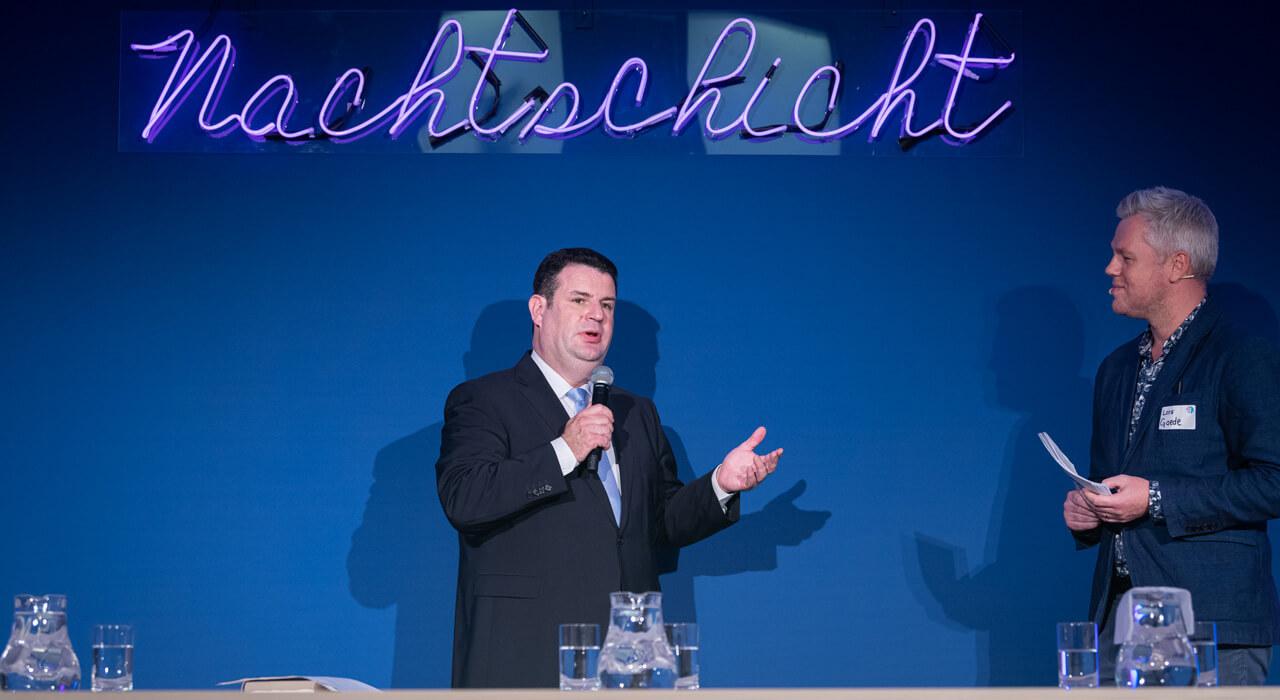 Bundesarbeitsminister Hubertus Heil im Gespräch mit Moderator Lars Gaede