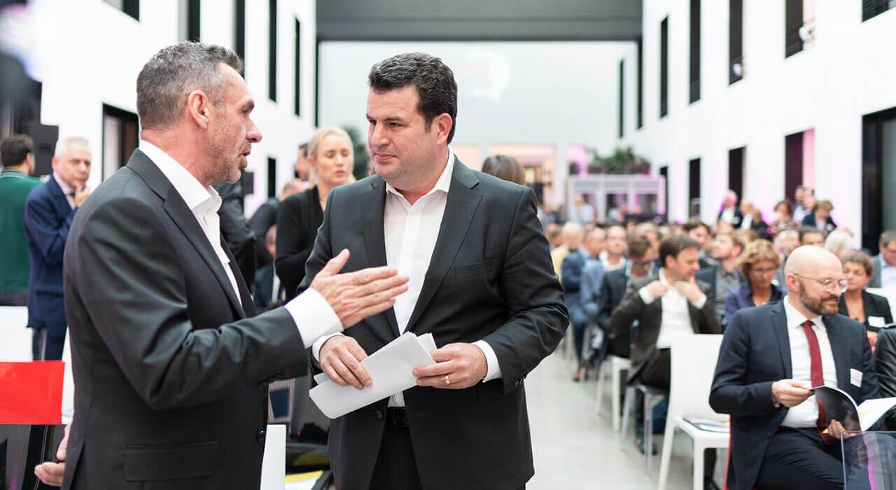 Journalist Paul Mason und Bundesminister Hubertus Heil im Gespräch