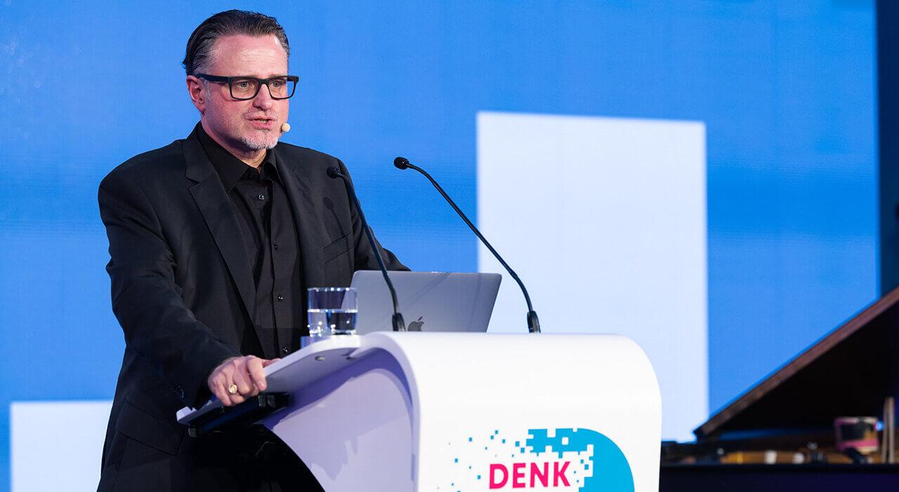 Prof. Dr. Olaf Groth bei seinem Vortrag
