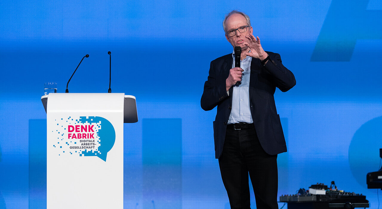 Prof. Dr. Dirk Baecker bei seinem Vortrag