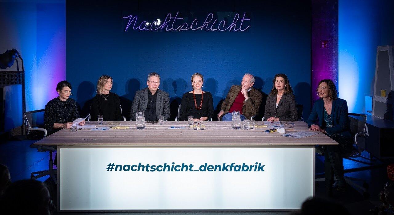 Das Panel am großem Tisch der Denkfabrik