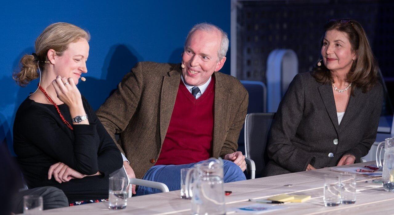 Lisa Nienhaus, Jakob von Weizsäcker und Kathrin Latsch lachen