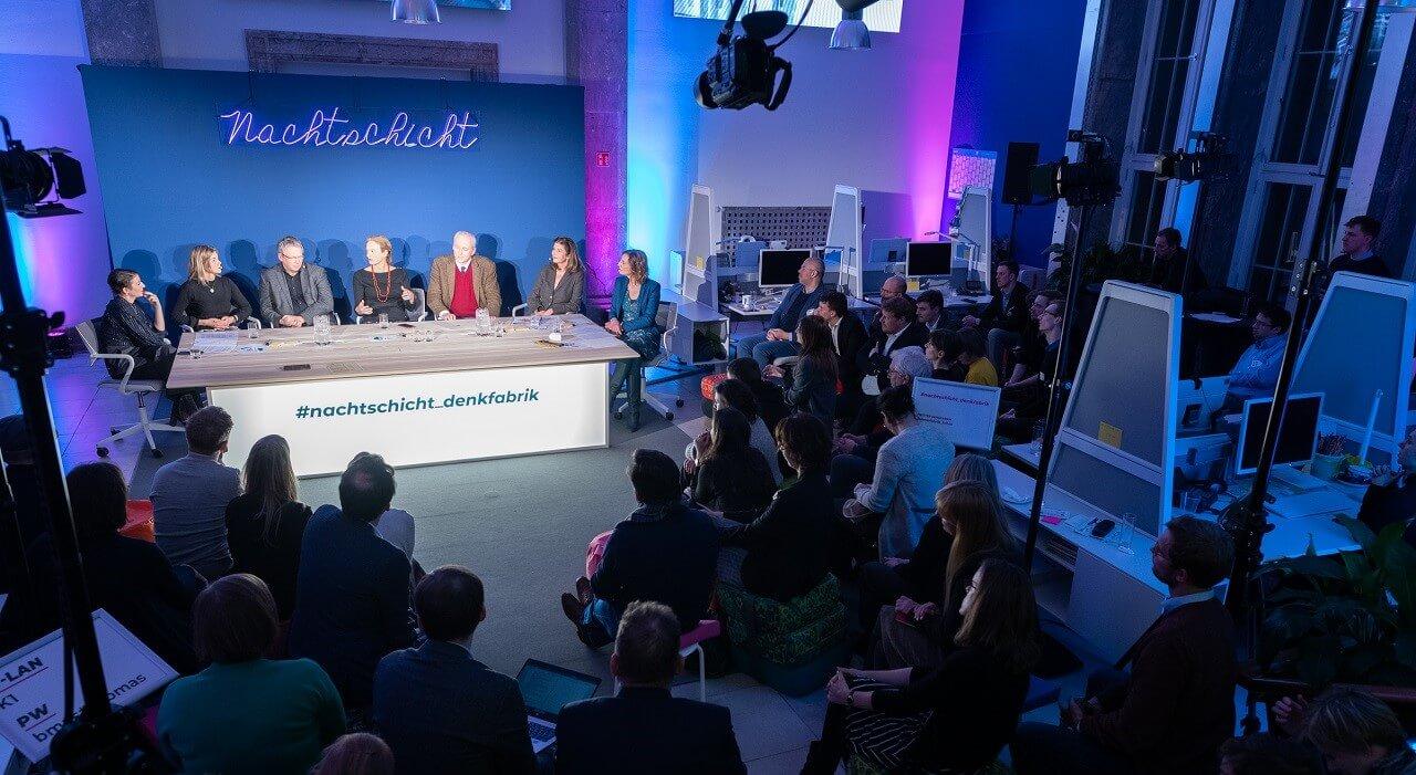 Das Publikum in der Denkfabrik mit Blick auf das Panel
