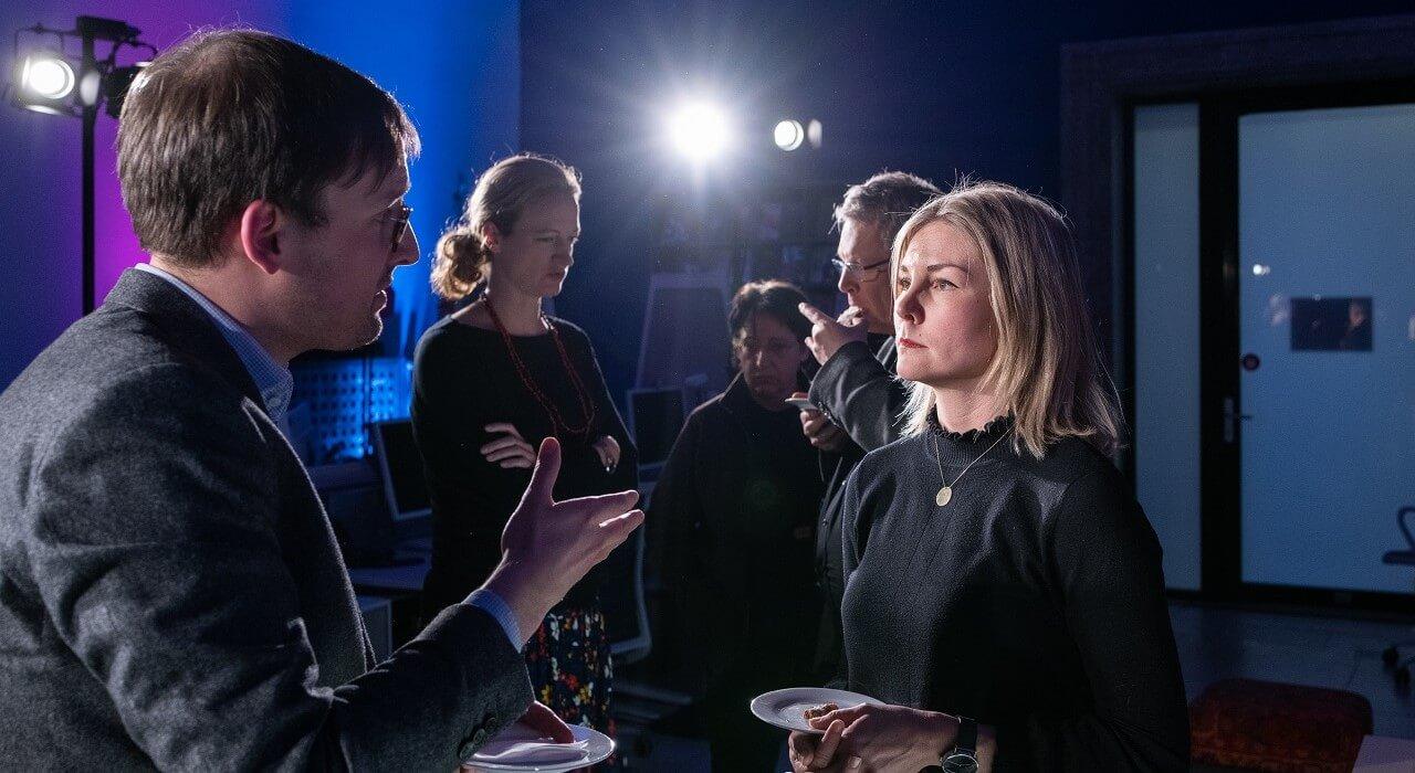 Dr. Natalie Tillack im Gespräch mit einem Gast