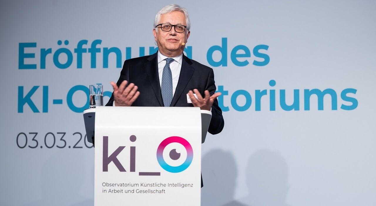Stellv. Generalsekretär DG CONNECT (EU-Kommission) Khalil Rouhana bei der Keynote.