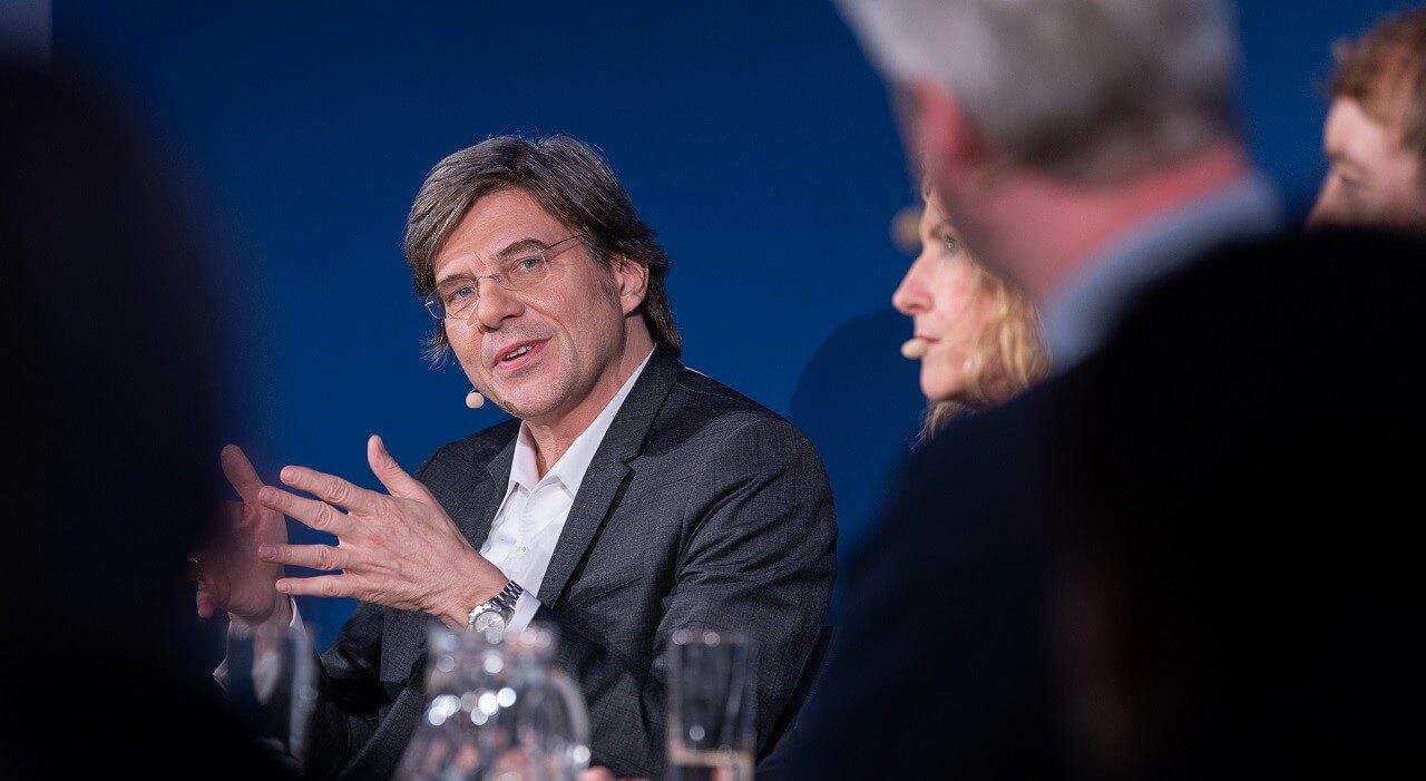 Jan Schulte-Kellinghaus spricht, das Panel hört zu