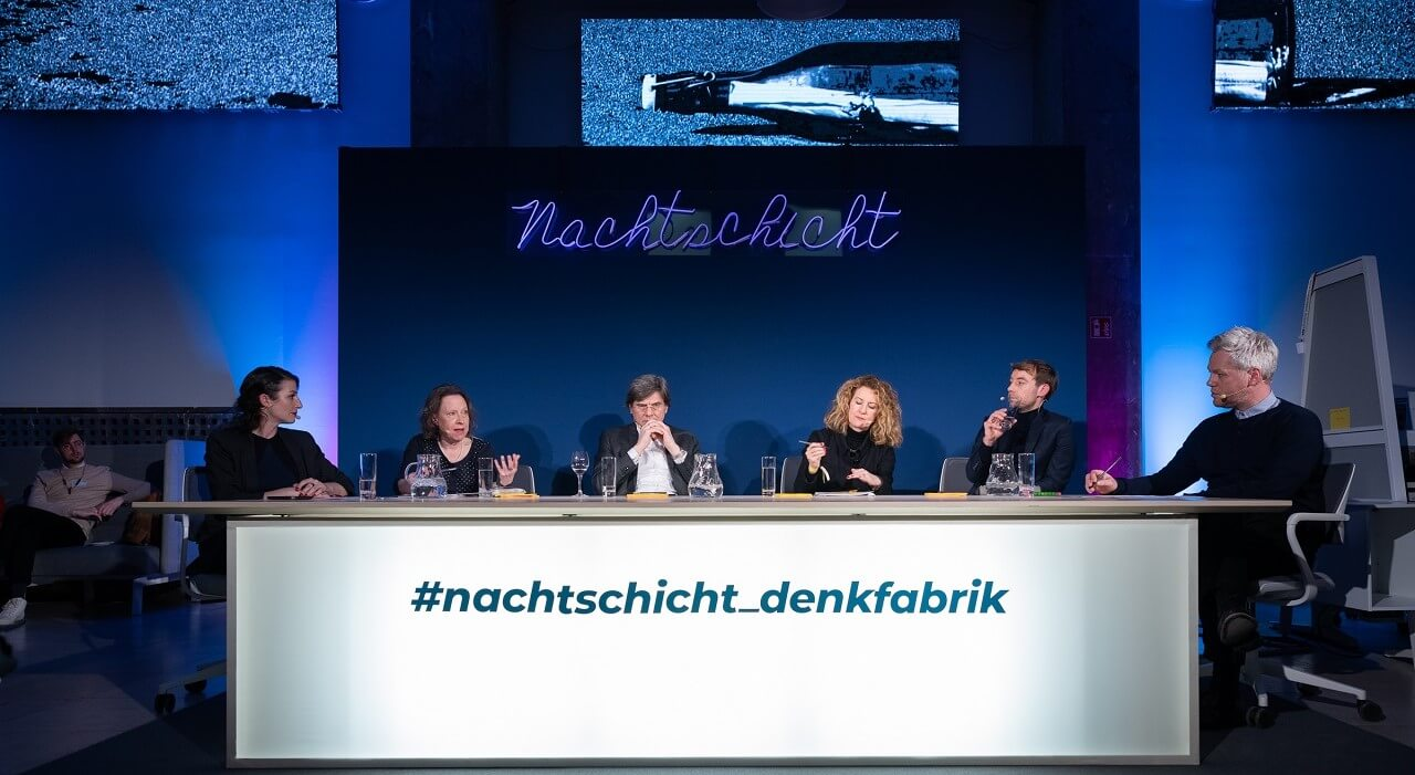 The panel sits on the Denkfabrik's big table