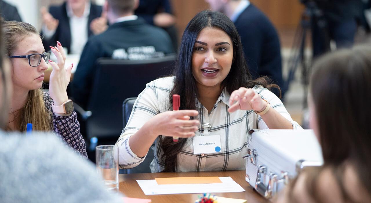 Eine Teilnehmerin redet