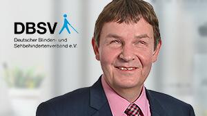 """Andreas Bethke, Geschäftsführer DBSV und links neben ihm das Logo des DBSV.. Öffnet Seite: : """"Soziale KI-Innovationen sind noch längst nicht ausgeschöpft!"""""""