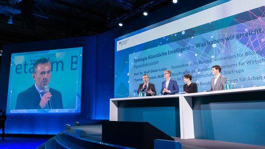 Podiumsdiskussion beim Digital Gipfel 2019. Öffnet Seite: : Digital-Gipfel 2019
