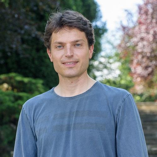 Portrait von Prof. Dr. Enzo Weber